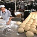 Работник пекарни в Польше